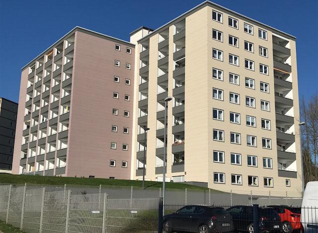 Renovierung einer Hochhausfassade